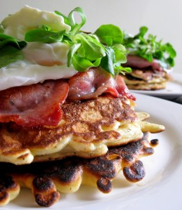 Corn pancakes with bacon: the perfect Sunday brunch.